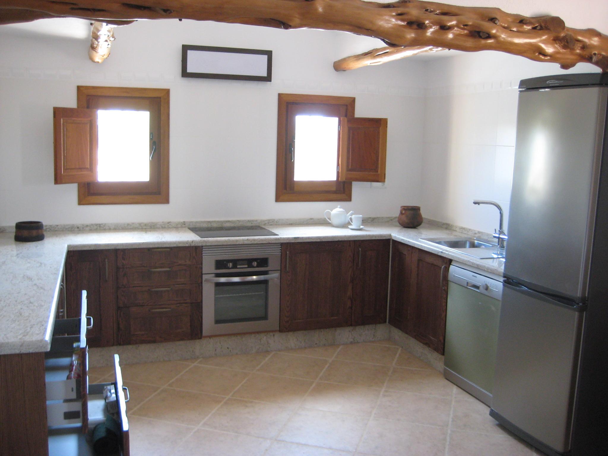 Cocina Eivicuines. Roble nogal + Granito River White – Eivicuines ...
